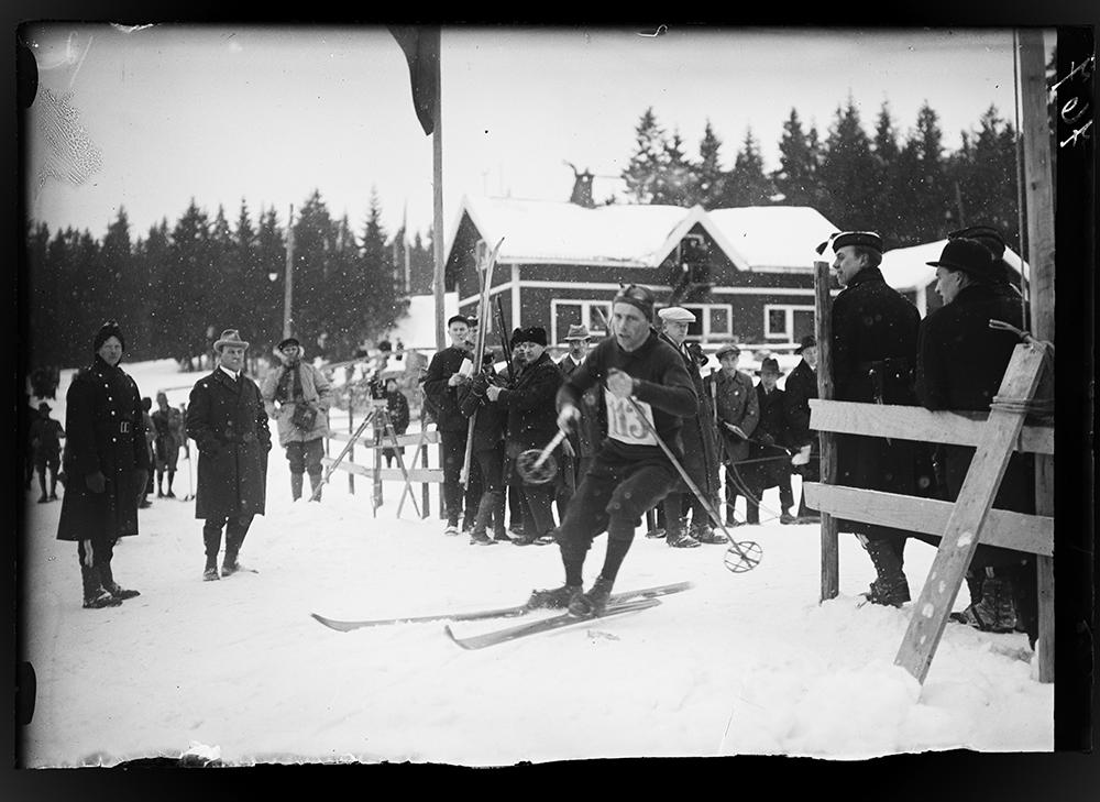 Thorleif Haug på ski, strikking historie, skiløper i genser